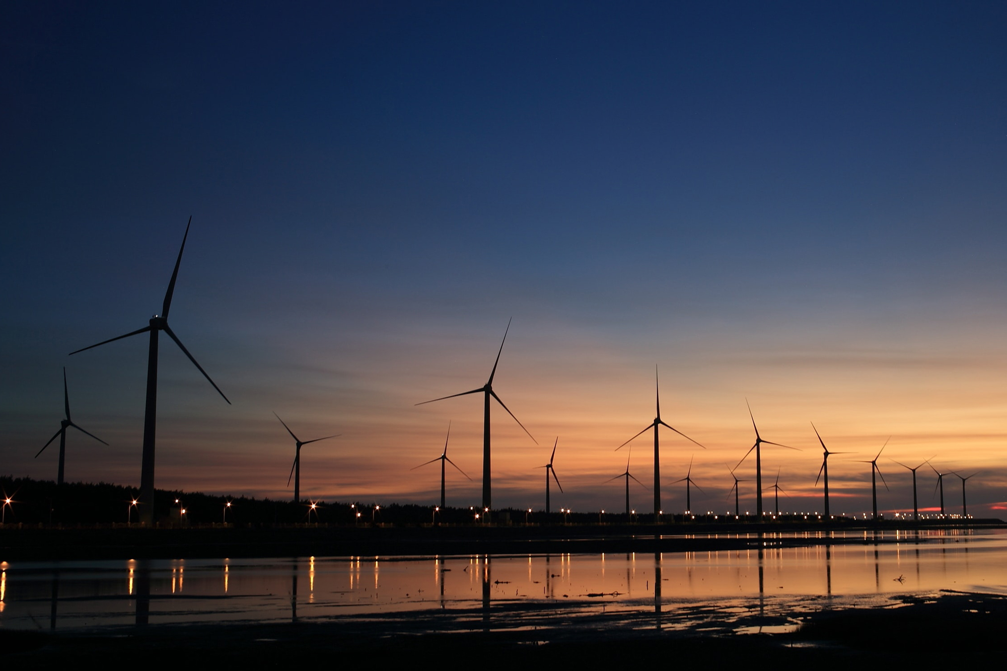 clouds-dawn-dusk-157039 Big Data and IoT to boost the wind industry